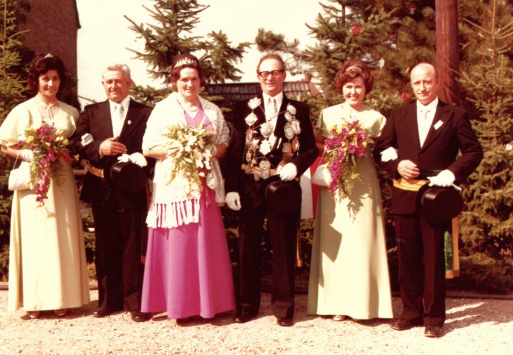 1975 König Hermann Kempkens mit Käthe, Josef van Stephoudt mit Käthe, Günter Krapoth mit Anneliese